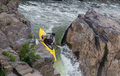 Outdoor activites availaible in nova such as kayaking in Great Falls.